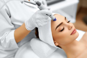 woman performing esthetic service on client